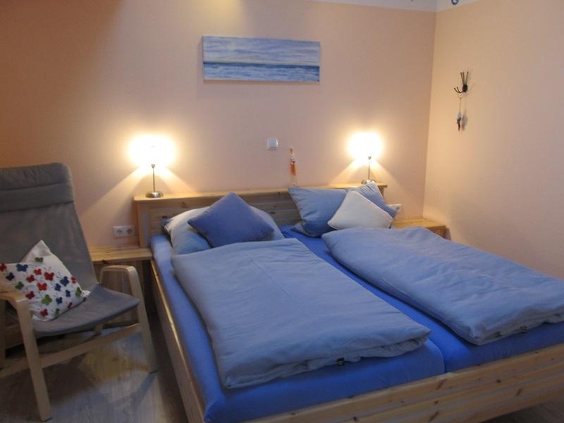 Doppelbett aus Kiefernholz